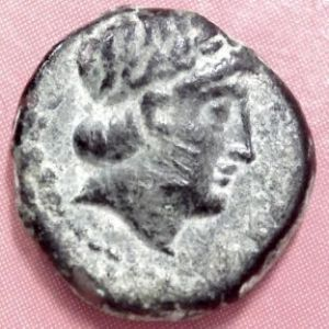 AE 15 seleúcida de Antioco III 81205004